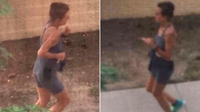 Una corredora defeca en jardines