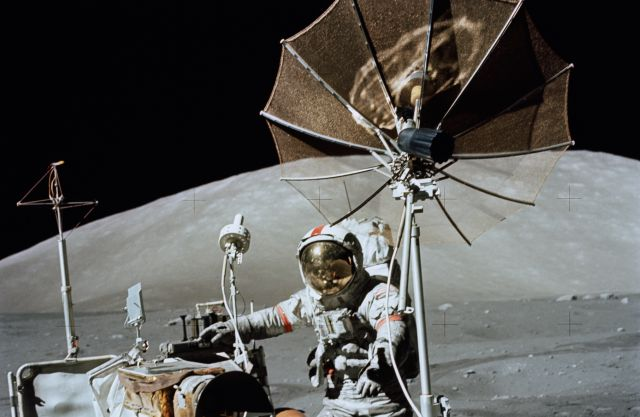 Quiere construir bases astronautas en la Luna y Marte