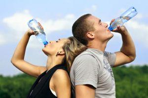 No solo te mantendrá hidratado sino que te ayudará a bajar de peso