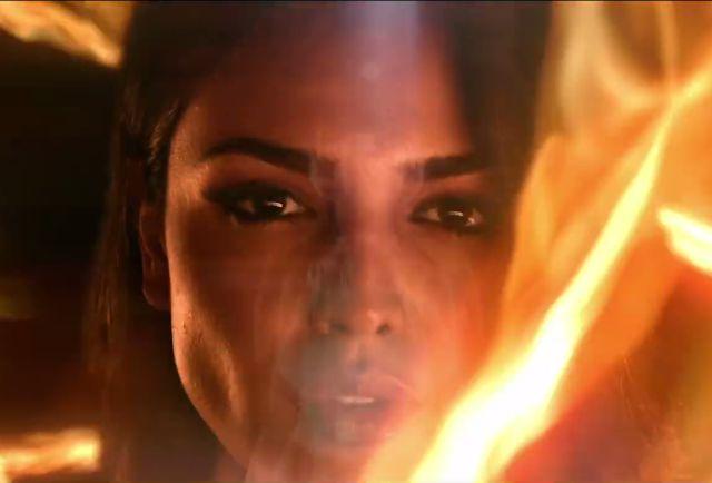 La mexicana protagoniza el nuevo video del cantante