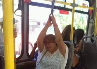 Mujer se duerme en camión y la convierten en memes